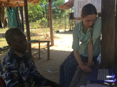 Warama Kurupel and Catherine Scanlon working on Ende texts (Photo: Madeleine Scanlon)