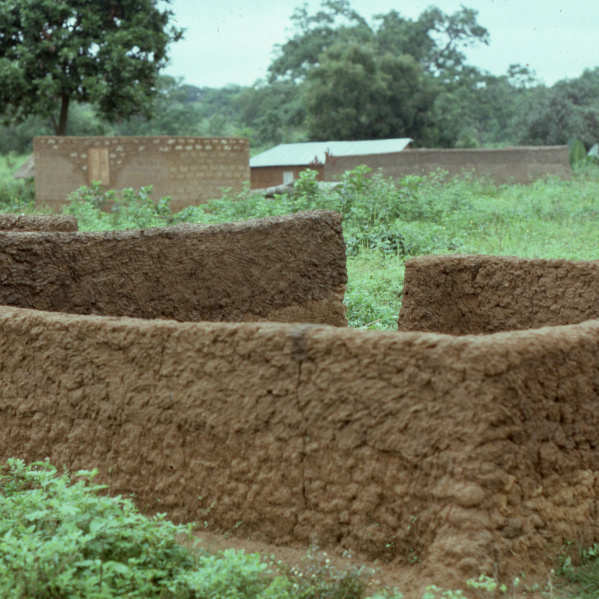 A partially built atakpame wall, Dompofie, 1982. (Photo: Ann B. Stahl)